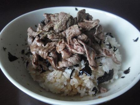 牛肉丼(すき焼き肉使用)